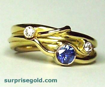 sapphire engagement ring in sinuous yellow gold